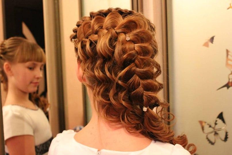 Прически с косами на средние волосы для женщин8